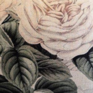 tyynynpäällinen-isot-ruusut-lähi